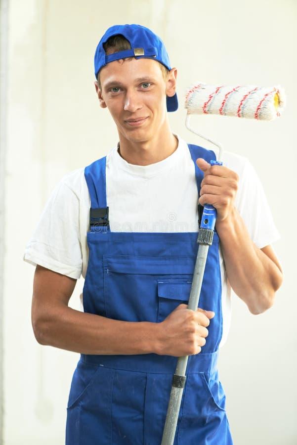 Εργασία ανακαίνισης ζωγράφων στο σπίτι στοκ εικόνα με δικαίωμα ελεύθερης χρήσης