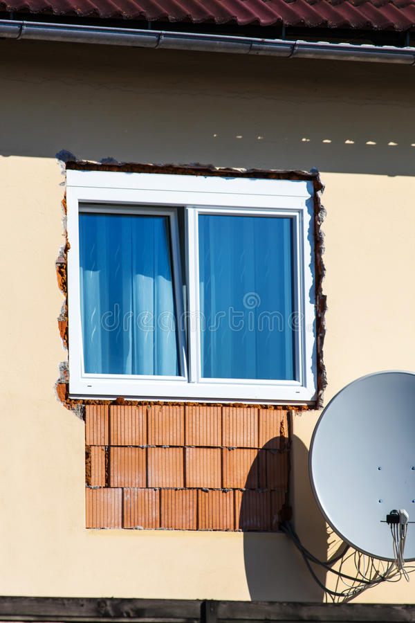 Εργασία ανακαίνισης στο παράθυρο στοκ φωτογραφία με δικαίωμα ελεύθερης χρήσης