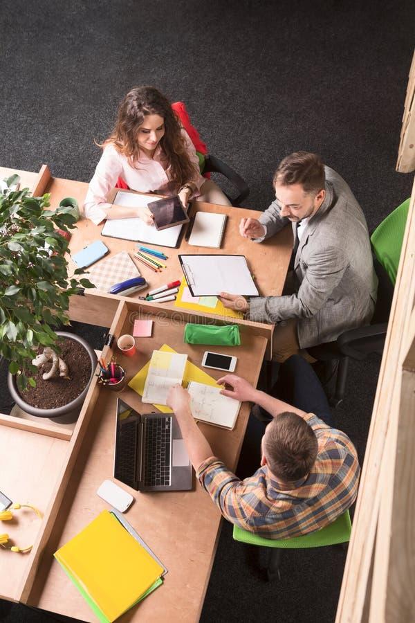 εργασία ανθρώπων επιχειρ&e στοκ φωτογραφία με δικαίωμα ελεύθερης χρήσης