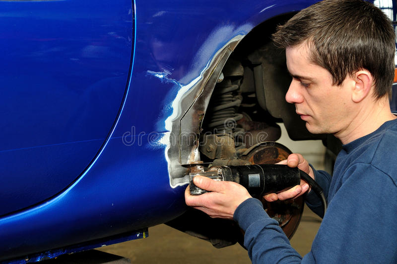 εργασία αυτοκινήτων σωμάτων στοκ εικόνες με δικαίωμα ελεύθερης χρήσης
