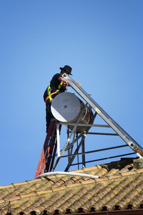 Εργασία για τη στέγη στοκ φωτογραφία