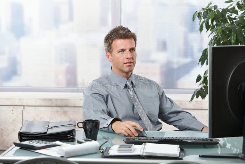 Εργασία επιχειρηματιών στην αρχή στοκ εικόνες με δικαίωμα ελεύθερης χρήσης