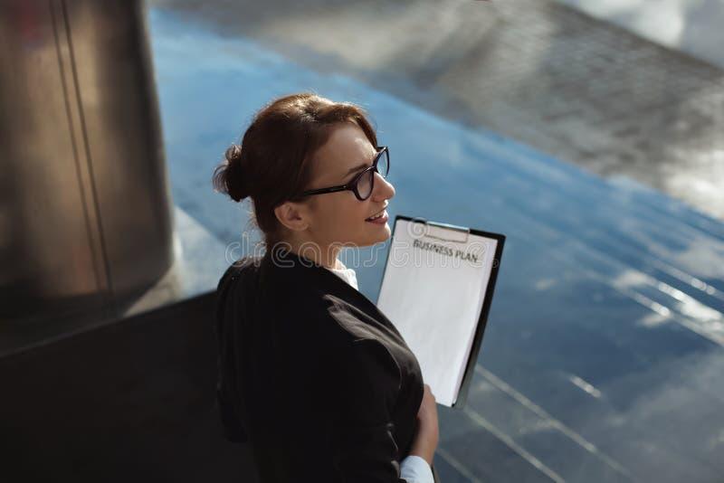 Εργασία επιχειρησιακών γυναικών πόλεων έννοιας επιχειρηματιών στοκ εικόνες με δικαίωμα ελεύθερης χρήσης