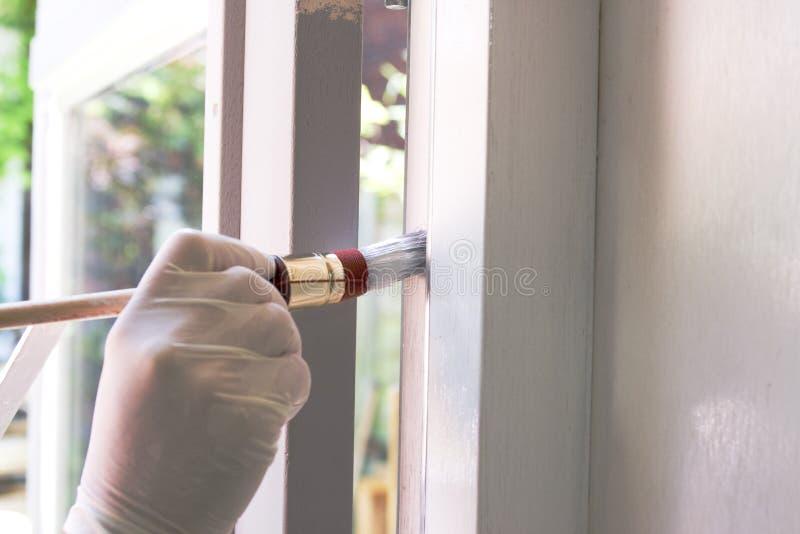 εργασία ζωγράφων σπιτιών στοκ φωτογραφία με δικαίωμα ελεύθερης χρήσης