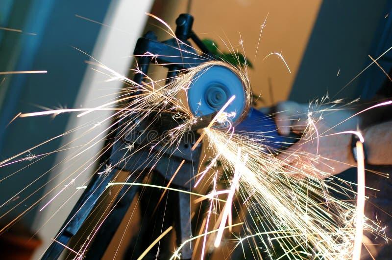 εργασία μύλων γωνίας στοκ φωτογραφία με δικαίωμα ελεύθερης χρήσης