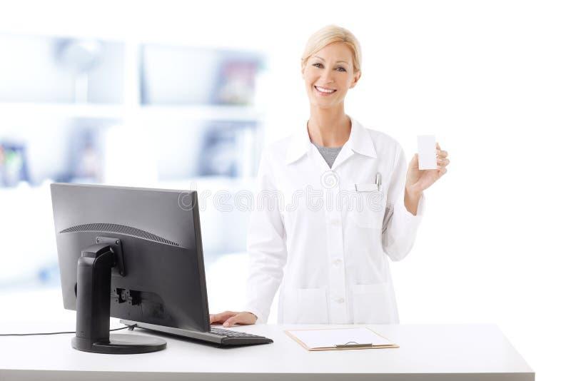 Εργασία φαρμακοποιών στοκ φωτογραφία με δικαίωμα ελεύθερης χρήσης