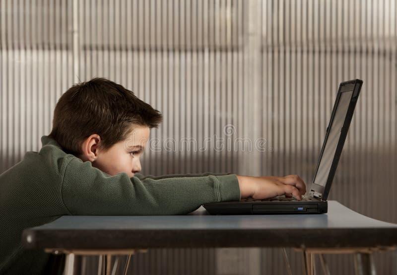 εργασία lap-top υπολογιστών α& στοκ φωτογραφία με δικαίωμα ελεύθερης χρήσης