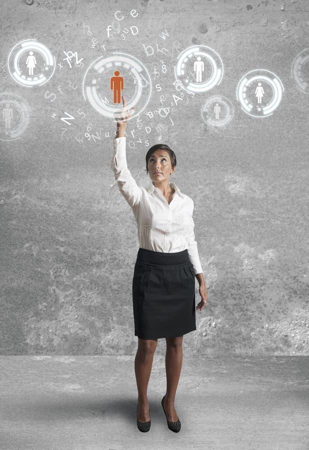Εργασίες επιχειρηματιών με το κοινωνικό δίκτυο στοκ εικόνες με δικαίωμα ελεύθερης χρήσης