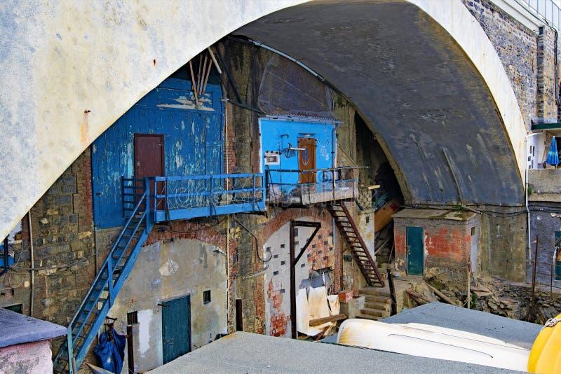 Εργαστήρια, κάτω από μια σήραγγα σε Nirva, Γένοβα, Ιταλία στοκ εικόνες