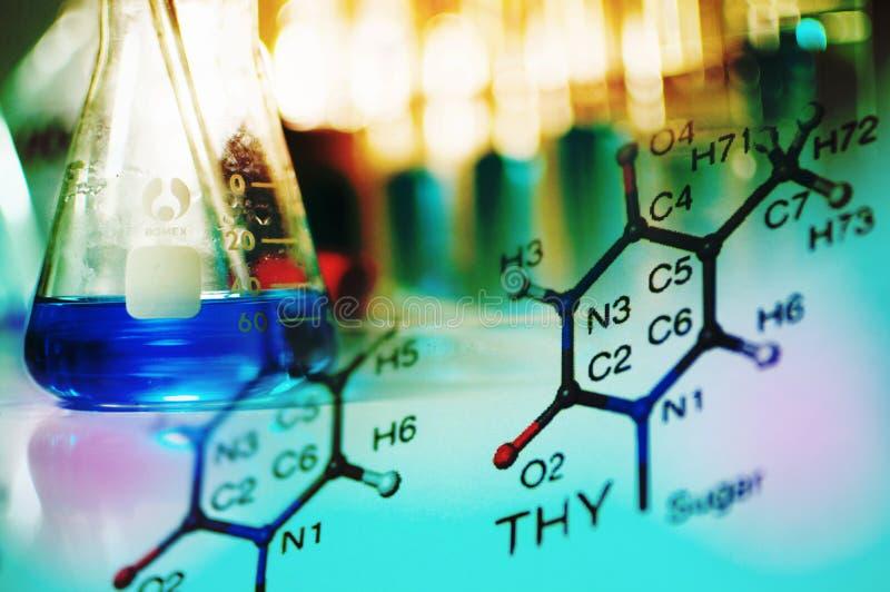 Εργαστήριο επιστήμης με το χημικό θέμα στοκ εικόνα με δικαίωμα ελεύθερης χρήσης