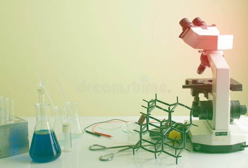 Εργαστήριο επιστήμης με το χημικό θέμα στοκ φωτογραφία με δικαίωμα ελεύθερης χρήσης