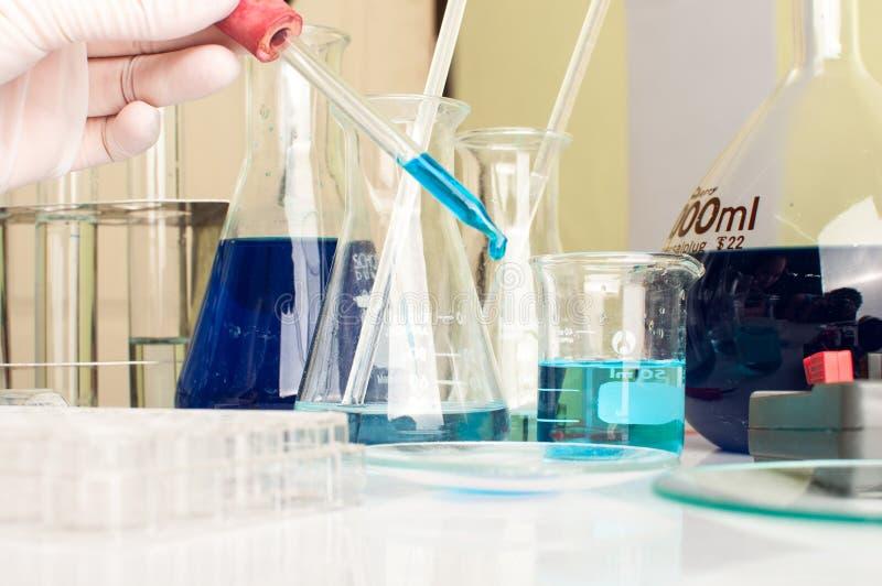 Εργαστήριο επιστήμης με το χημικό θέμα στοκ φωτογραφίες με δικαίωμα ελεύθερης χρήσης