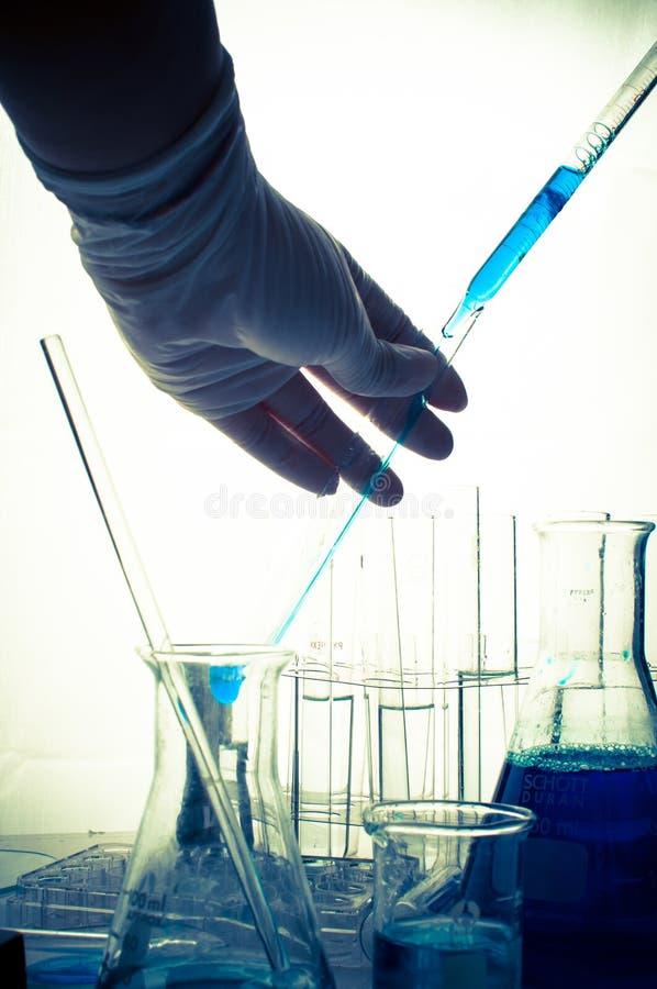Εργαστήριο επιστήμης με το χημικό θέμα στοκ εικόνες