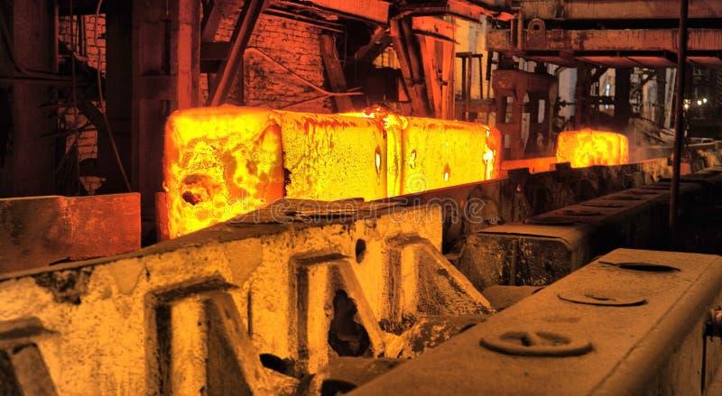 Εργαστήριο κυλώντας μύλων στην παραγωγή χάλυβα μετάλλων στοκ φωτογραφία