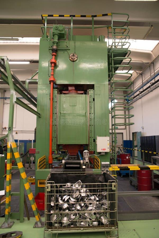 Εργαστήριο - Τύπος διαμόρφωσης μετάλλων στοκ φωτογραφία