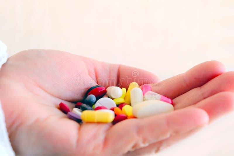 Εργαστηριακά τεστ και κλινικές δοκιμές των φαρμάκων Τοξικολογία Κλινική φαρμακολογία στοκ εικόνα
