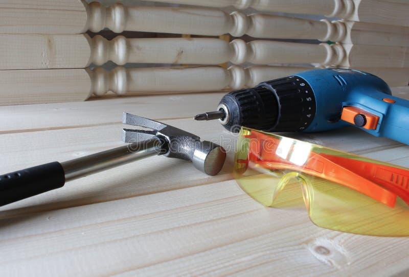 Εργαλεία εργασίας στο δάσος στοκ φωτογραφίες με δικαίωμα ελεύθερης χρήσης
