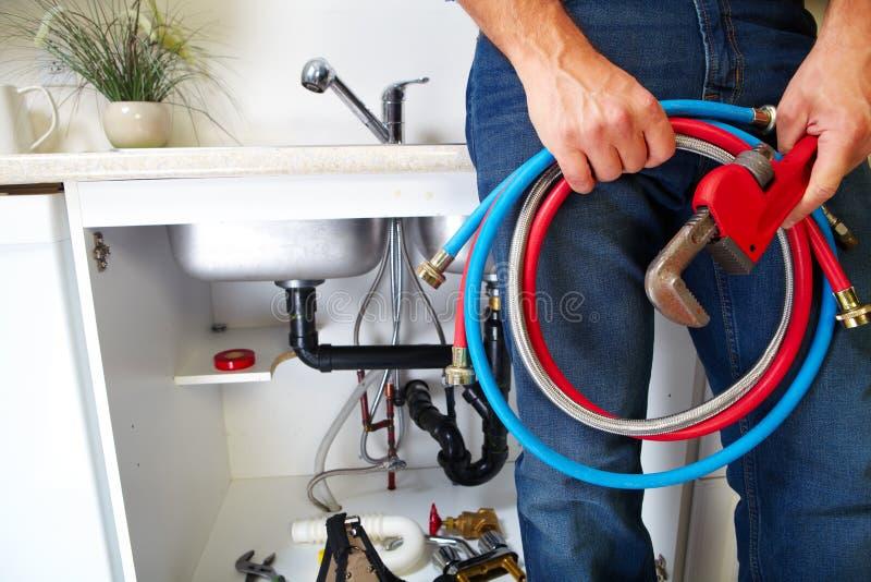 Εργαλεία υδραυλικών στην κουζίνα στοκ φωτογραφίες με δικαίωμα ελεύθερης χρήσης