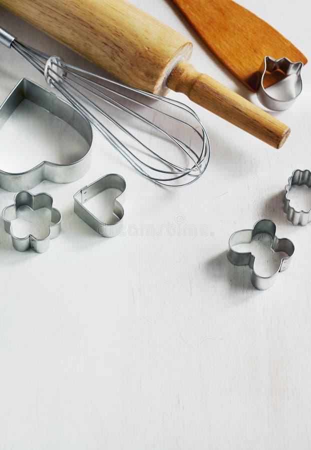 Εργαλεία ψησίματος για το μπισκότο στο ξύλινο υπόβαθρο στοκ φωτογραφίες με δικαίωμα ελεύθερης χρήσης