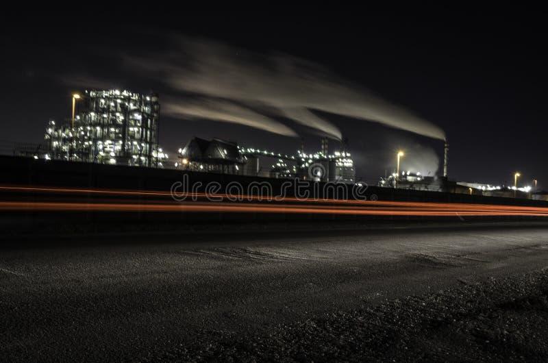 Εργοστάσιο στη νύχτα στοκ φωτογραφίες