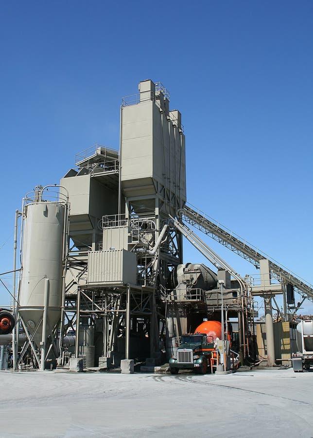 εργοστάσιο τσιμέντου στοκ εικόνα με δικαίωμα ελεύθερης χρήσης
