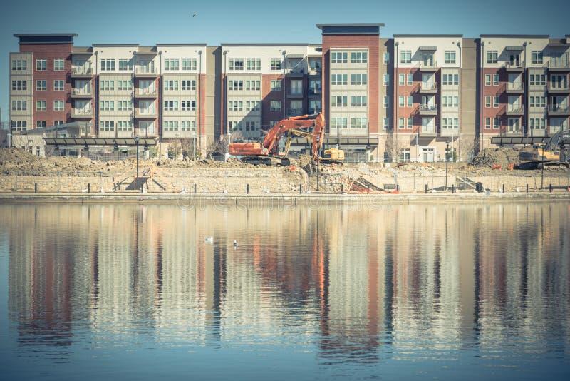 Εργοτάξιο οικοδομής της σύνθετης κοντινής λίμνης Carolyn πολυκατοικίας σε Las Colinas, Irving, Τέξας στοκ φωτογραφίες