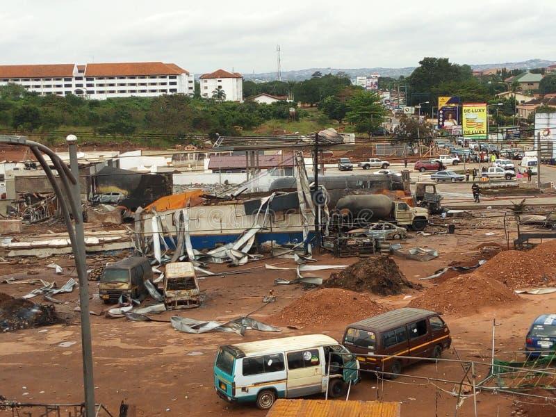 ερείπια αερίου έκρηξης αυτοκινήτων κάτω στοκ εικόνα