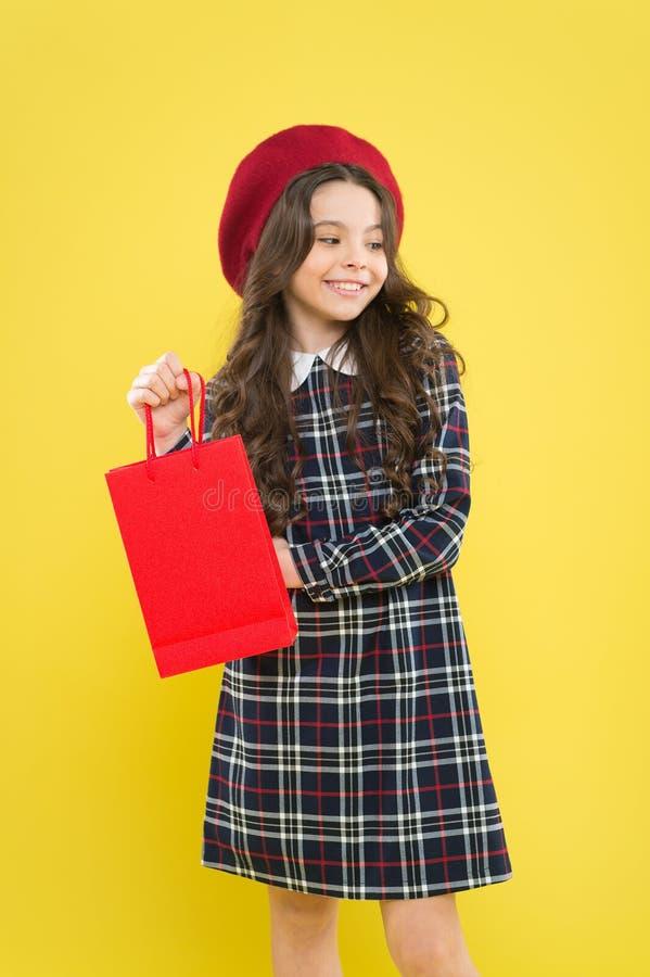 Ερευνήστε τη βιομηχανία μόδας Αγορές και αγορά   Έκπτωση πώλησης r Συσκευασία λαβής παιδιών o στοκ εικόνες