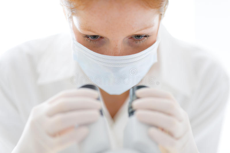 ερευνητική γυναίκα εργ&alph στοκ εικόνες με δικαίωμα ελεύθερης χρήσης