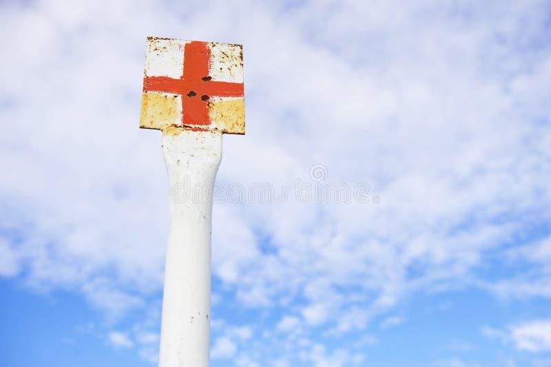 Ερυθρός Σταυρός που χαρακτηρίζει τον πόλο στοκ εικόνες
