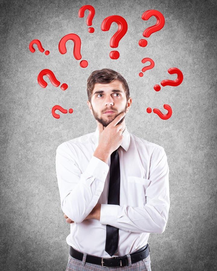 Ερωτήσεις γύρω από ένα κεφάλι στοκ φωτογραφίες με δικαίωμα ελεύθερης χρήσης