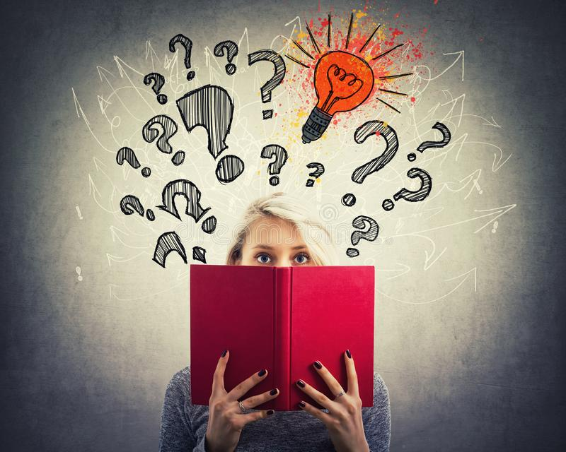 Ερωτήσεις και ιδέα στοκ εικόνα