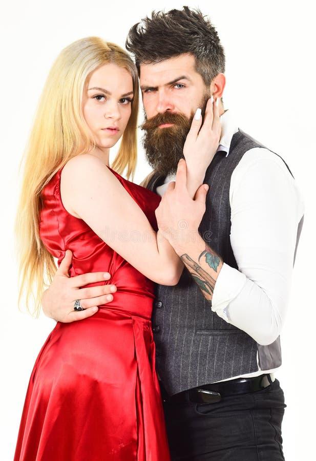 Ερωτευμένοι, εμπαθείς χορευτές ζεύγους στα κομψά ενδύματα, άσπρο υπόβαθρο Γυναίκα στο κόκκινο φόρεμα και άνδρας στο χορό φανέλλων στοκ φωτογραφία με δικαίωμα ελεύθερης χρήσης