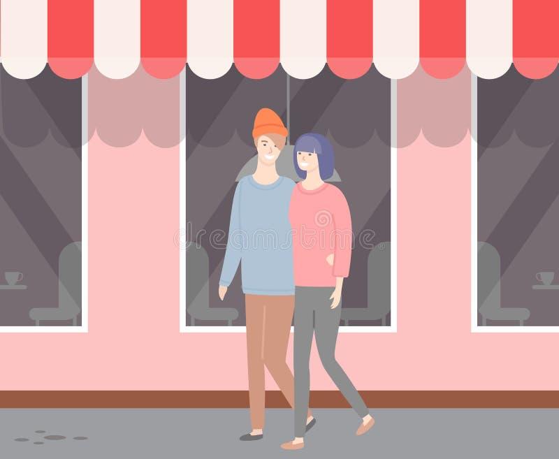 Ερωτευμένο περπάτημα ζεύγους κατά μήκος της επίδειξης με τη στέγη σκηνών ελεύθερη απεικόνιση δικαιώματος
