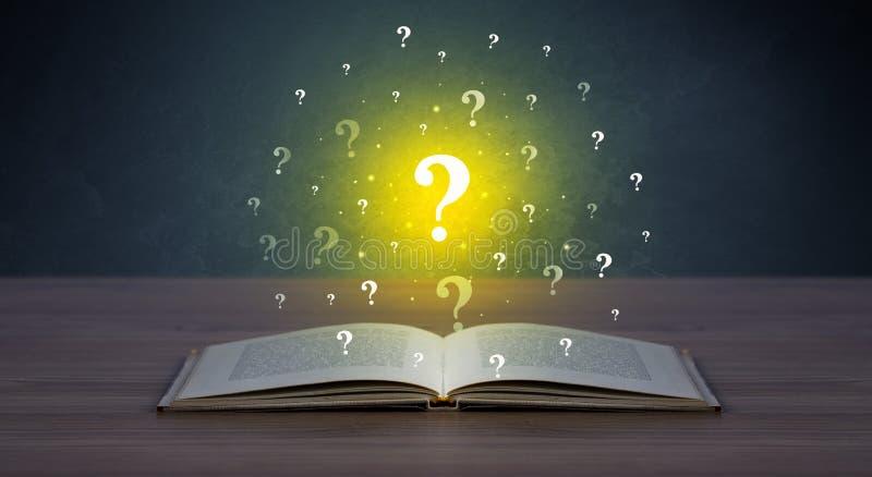 Ερωτηματικά πέρα από το βιβλίο στοκ φωτογραφία