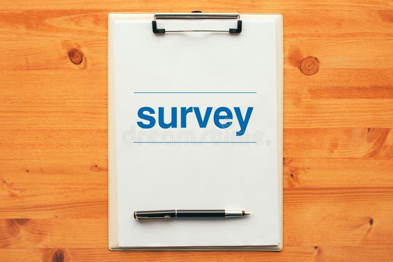 Ερωτηματολόγιο ερευνών, υπερυψωμένη άποψη του σημειωματάριου περιοχών αποκομμάτων στοκ εικόνες