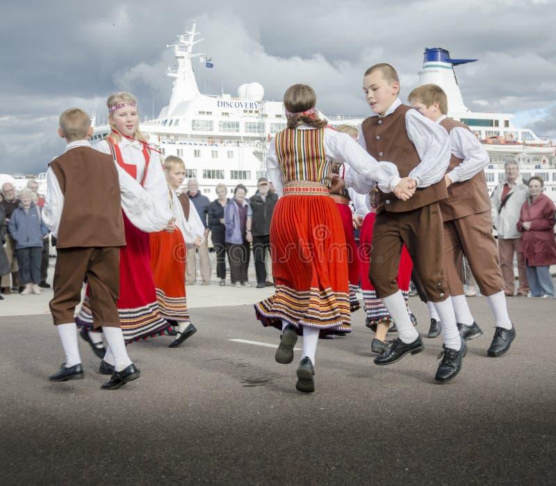 Εσθονικός παραδοσιακός εθνικός χορός στοκ εικόνες