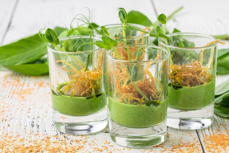 Εστίαση για πάρτι Κλείσιμο σάντουιτς, ορεκτικά και φρούτα στοκ εικόνες με δικαίωμα ελεύθερης χρήσης