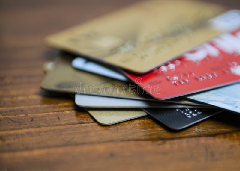 Εστίαση διάφορων πιστωτικών καρτών στοκ εικόνα