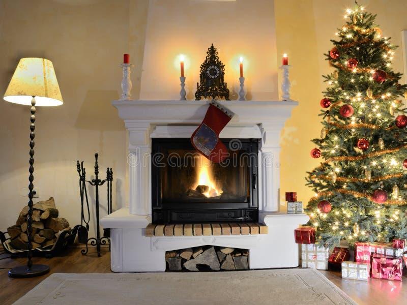 Εστία στο χρόνο Χριστουγέννων στοκ εικόνες