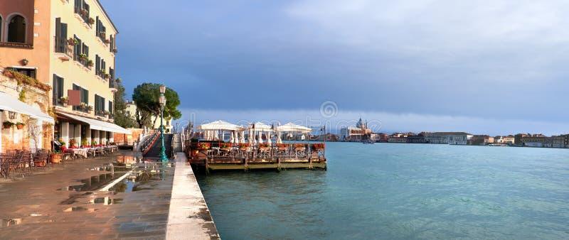 Εστιατόριο παραλιών σε Fondamenta Zattere στη νότια Βενετία, Ita στοκ φωτογραφία με δικαίωμα ελεύθερης χρήσης