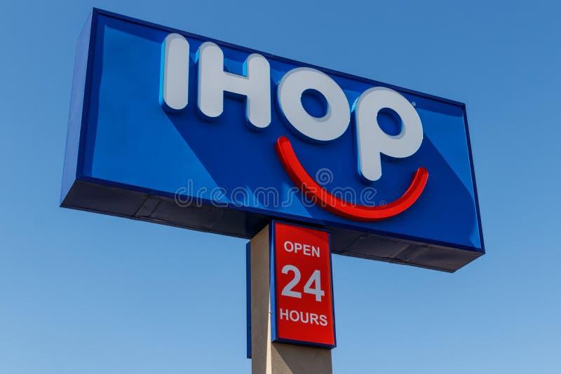 Εστιατόριο τηγανιτών IHOP Το διεθνές σπίτι των τηγανιτών επεκτείνει τις επιλογές τους για να περιλάβει τα burgers ΙΙΙ στοκ φωτογραφίες με δικαίωμα ελεύθερης χρήσης
