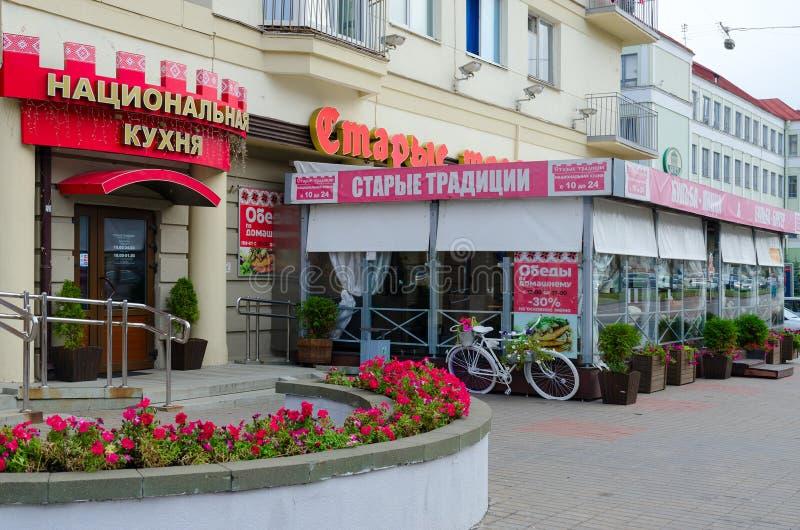 Εστιατόριο των λευκορωσικών παλαιών παραδόσεων κουζίνας στη λεωφόρο ανεξαρτησίας, Μινσκ, Λευκορωσία στοκ φωτογραφία