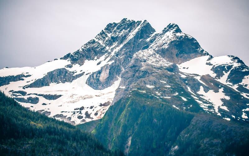 Εσωτερικές θέες βουνού μεταβάσεων γύρω από τη ketchikan Αλάσκα στοκ εικόνα