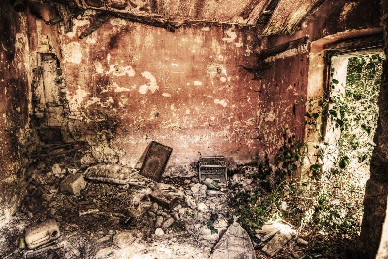 Εσωτερική άποψη ενός εγκαταλειμμένου σπιτιού στο hdr στοκ εικόνες