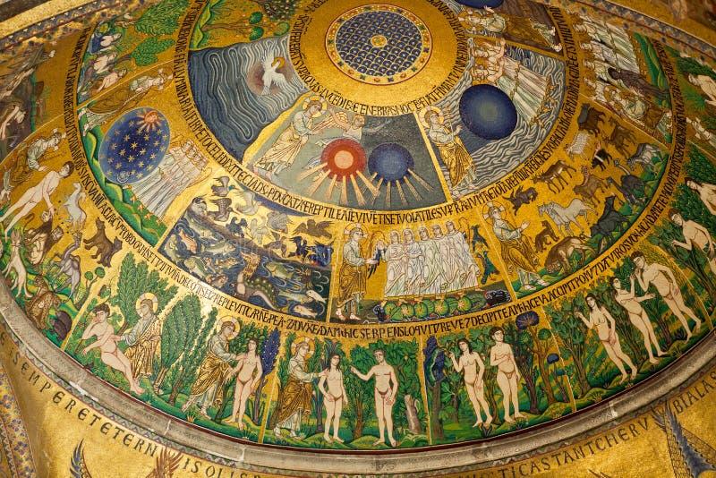 Εσωτερική άποψη της βασιλικής καθεδρικών ναών του σημαδιού Αγίου στοκ εικόνες
