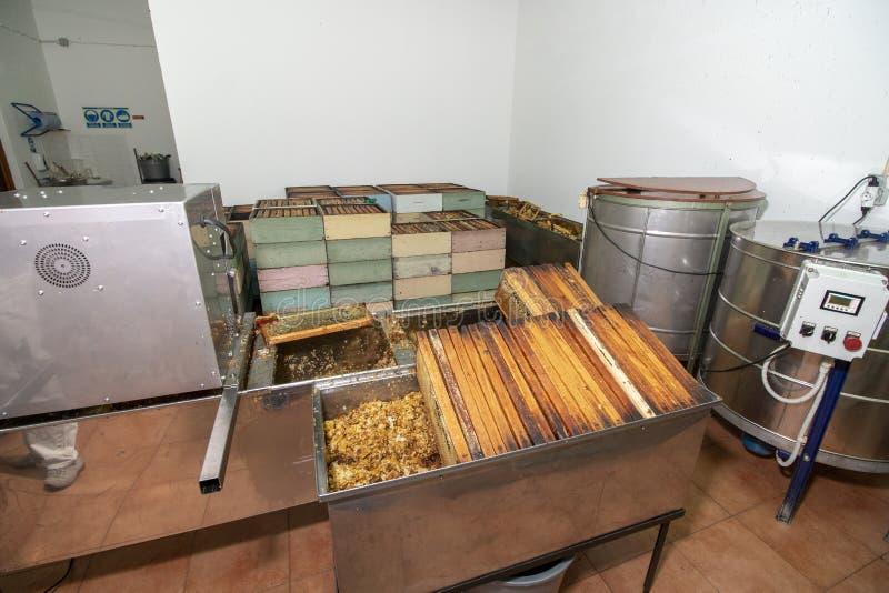 Εσωτερική άποψη της μονάδας παραγωγής μελιού μελισσοκόμων στοκ φωτογραφία με δικαίωμα ελεύθερης χρήσης
