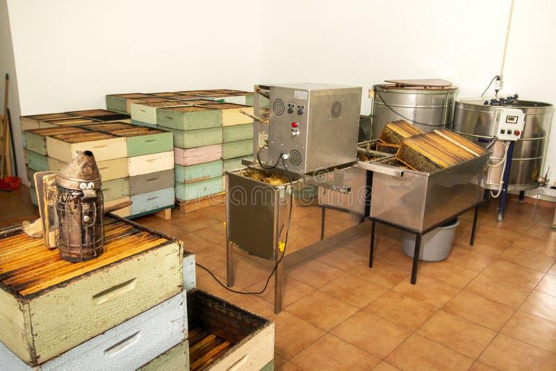 Εσωτερική άποψη της μονάδας παραγωγής μελιού μελισσοκόμων στοκ εικόνα