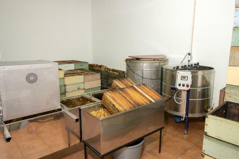 Εσωτερική άποψη της μονάδας παραγωγής μελιού μελισσοκόμων στοκ φωτογραφίες με δικαίωμα ελεύθερης χρήσης