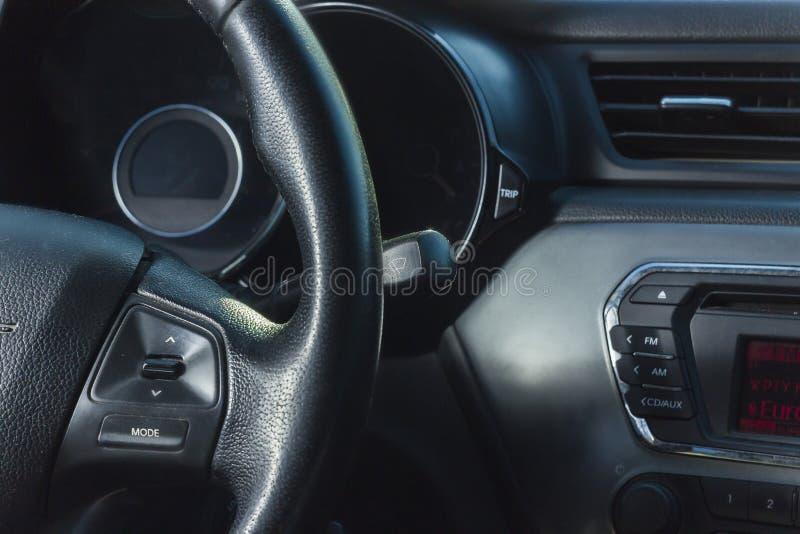 Εσωτερική άποψη του αυτοκινήτου με το σαλόνι στοκ εικόνες